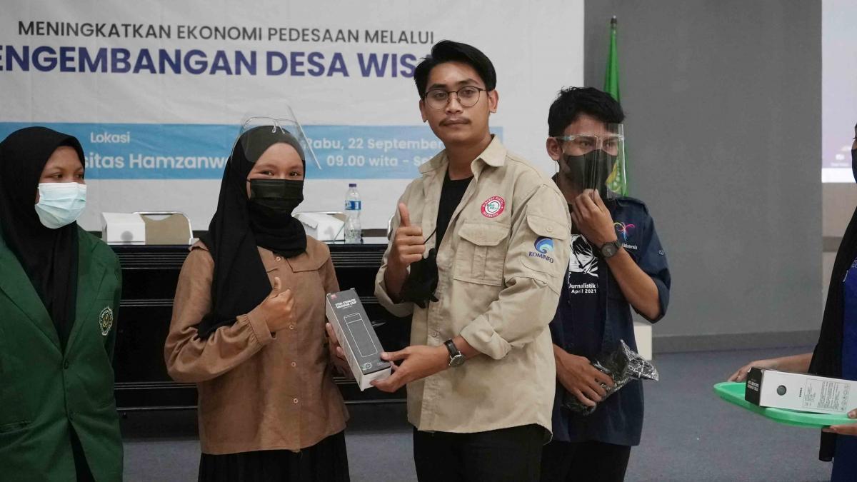 Pemberian Doorprize bagi Peserta Pemberdayaan Pandu Digital di Kab. Lombok Timur, NTB.