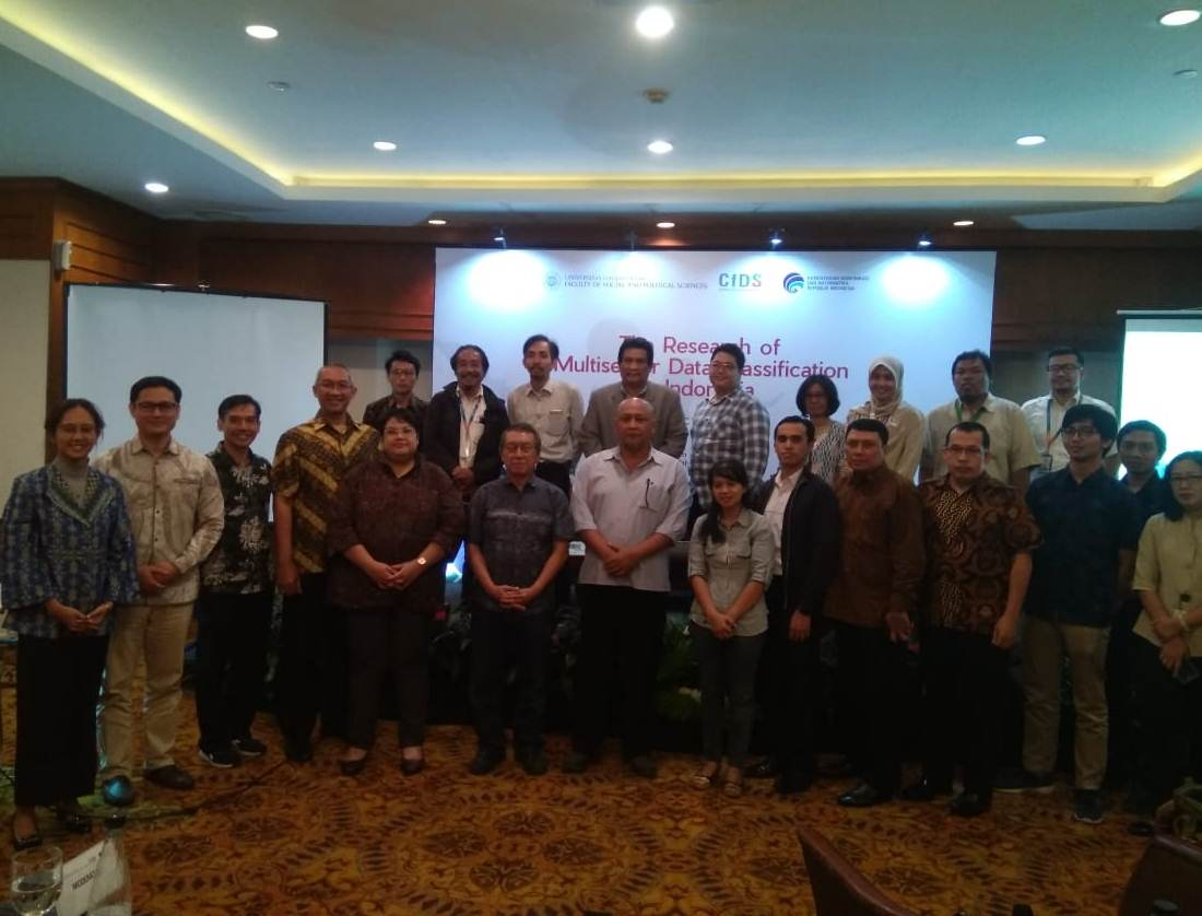 Foto Bersama Peserta Seminar Research of Multisector Data Classification in Indonesia