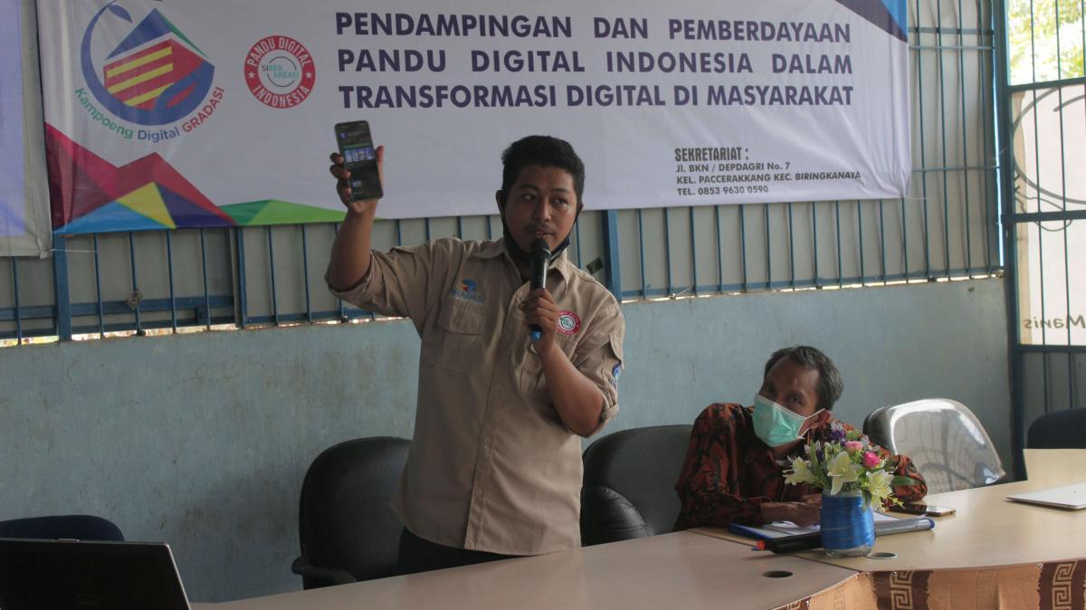 Pandu Digital saat memberikan materi aplikasi teman tuli (22/04).