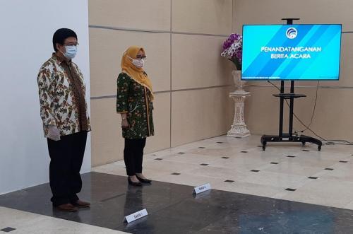 Sekretaris Ditjen Aptika bersama Direktur Tata Kelola Ditjen Aptika saat Menjadi Saksi pada Pelantikan