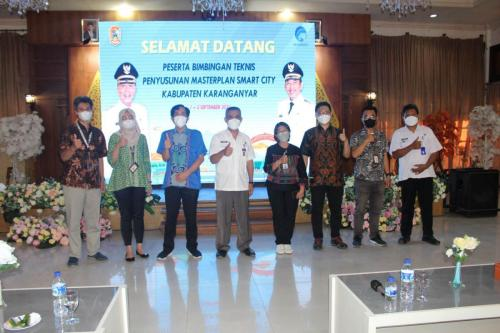 Foto bersama tim pendamping Bimtek Penyusunan Masterplan Smart City Kab. Karanganyar (1/9).