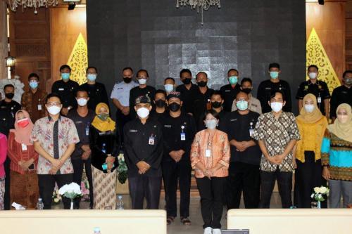Foto bersama peserta Bimtek Penyusunan Masterplan Smart City Kab. Karanganyar (2/9).