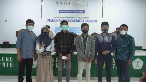 Peserta Penerima Doorprize bersama Pandu Digital saat Pemberdayaan di Kota Mataram, NTB.