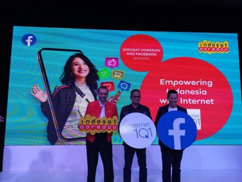 Dirjen Aptika, Semuel A Pangerapan, berfoto bersama para pembicara pada acara peluncuran  internet 101 (2)