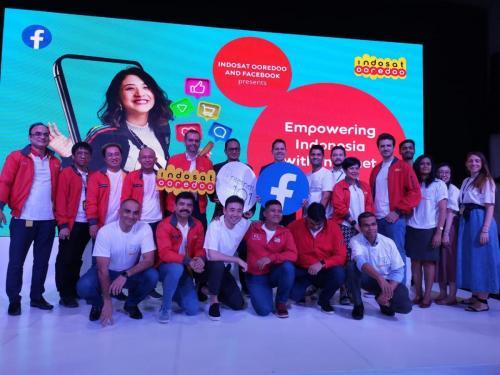 Dirjen Aptika, Semuel A Pangerapan, berfoto bersama para peserta pada acara peluncuran  internet 101