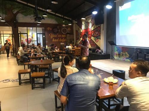Dirjen Aptika Semuel Pangerapan memberikan materi saat diskusi santai di whats Up coffee