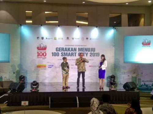 Dirjen Perimbangan Keuangan dan Dirjen Aptika memberikan closing statement pada acara opening ceremony smart city 2019