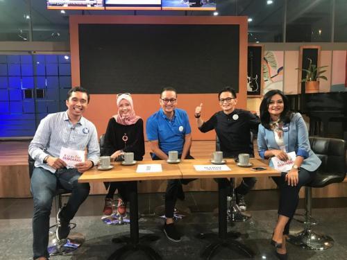 Foto bersama para pembicara acara Rumah Demokrasi TVRI