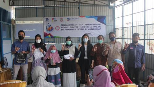 Sub Koordinator Pandu Digital bersama penanya teman tuli (22/04).