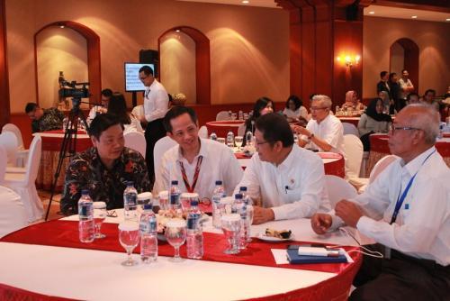 Menteri Kominfo Rudiantara berdiskusi dengan para tamu undangan