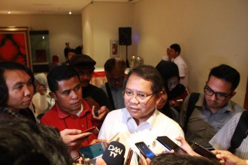 Menteri Kominfo Rudiantara ketika diwawancarai setelah acara Sarasehan Nasional dengan Tema Penanganan Konten Asusila di Dunia Maya