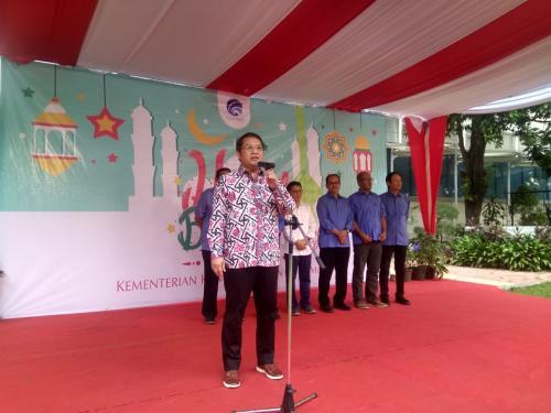 Menteri Kominfo Rudiantara membuka acara Halal bi Halal