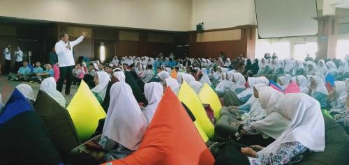 Seminar dan Lokakarya School Of Influencer Bukittinggi