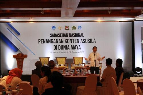Menteri Kominfo Rudiantara saat membuka acara Sarasehan Nasional dengan Tema Penanganan Konten Asusila di Dunia Maya