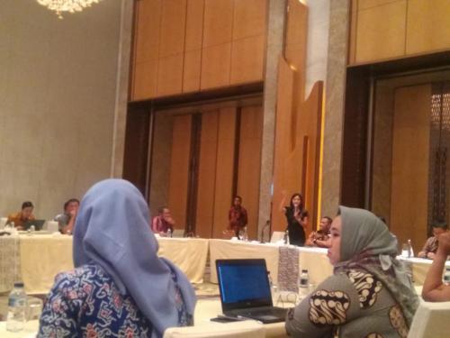 Moderator memberi kesempatan kepada para peserta untuk bertanya kepada para narasumber