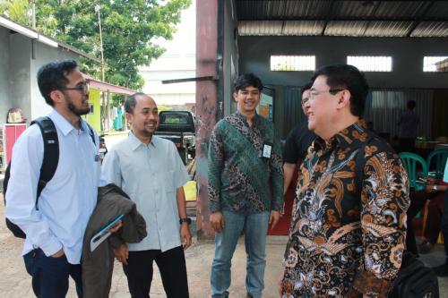 Para narasumber berdiskusi selepas acara