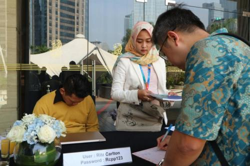 Para peserta ICT Sector Cyber Security Roundtable melakukan registrasi (2)