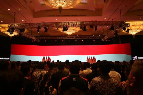 Para peserta acara Digital Economy Summit 2020 menyanyikan lagu Indonesia Raya