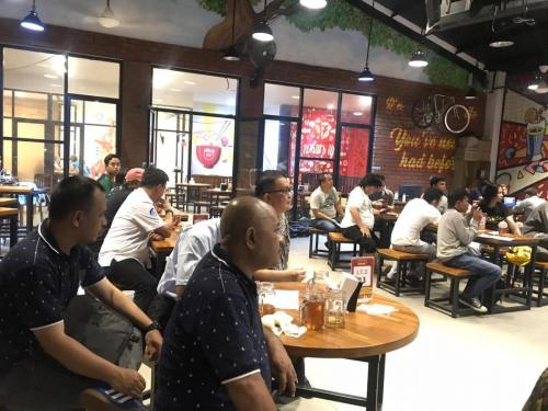Para peserta diskusi santai di whats Up coffee