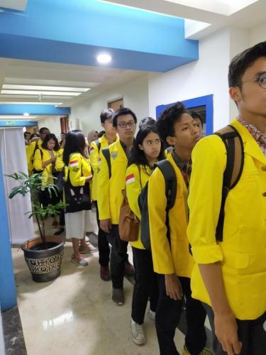 Para peserta melakukan registrasi sebelum dimulainya acara