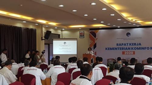 Sekjen Kominfo Rosarita Niken W mewakili Menteri Kominfo untuk membuka acara di acara Rapat Kerja Kominfo 2020 di Labuan Bajo.