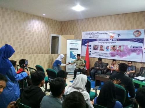 Sesi tanya jawab antara peserta dengan para narasumber acara Ngabubur IT Jembatan Damai