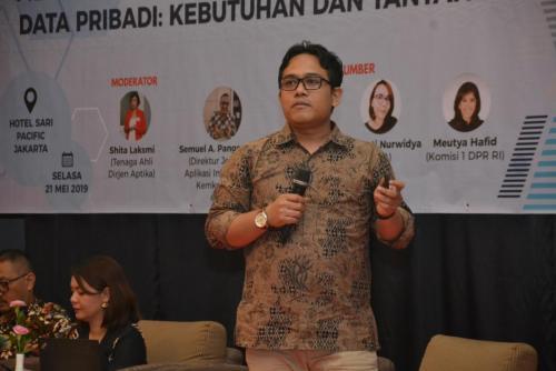 Wahyudi Djafar saat memberikan paparan dalam workshop Menumbuhkan Kesadaran Perlindungan Data Pribadi  Kebutuhan dan Tantangan